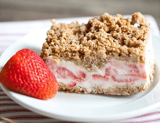 Frozen Strawberry Crunch Cake(1)