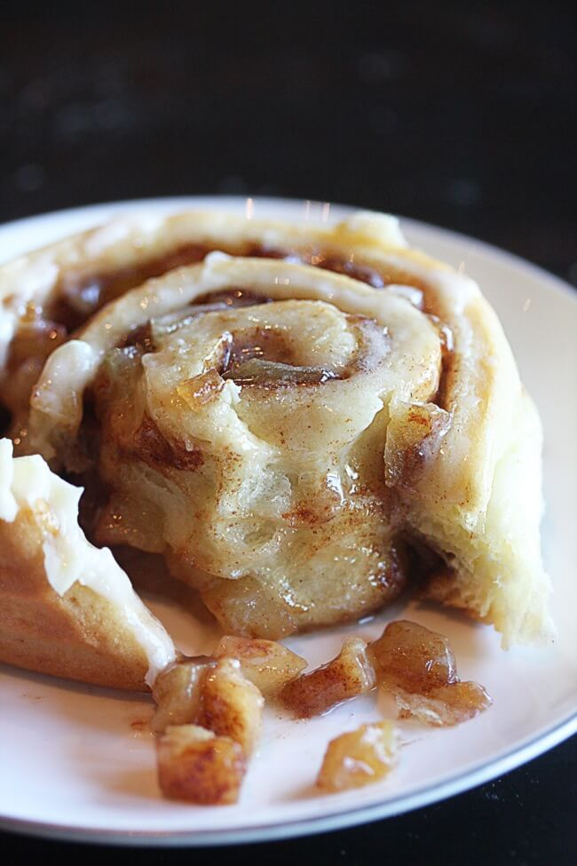 apple-pie-cinnamon-rolls-the-hopeless-housewife