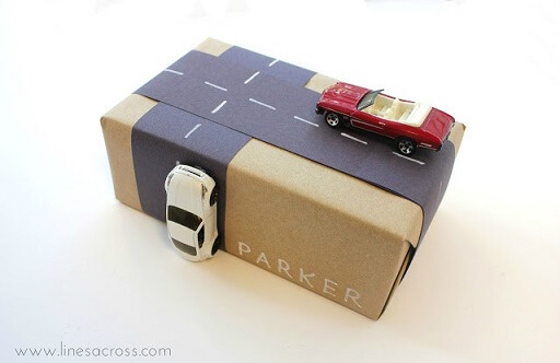 2-creative-gift-wrapping-kids-cars-and-road-2