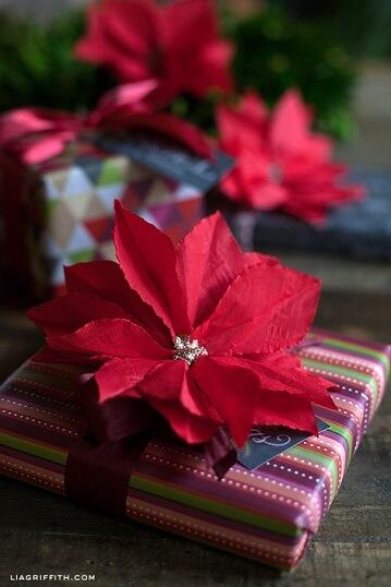 cocktailnapkinpoinsettiadiy-christmas-wrapping